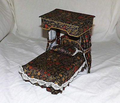 1/12th Scale Dolls House Vintage Canopy Bed