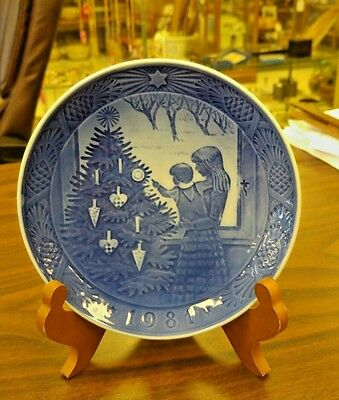 Royal Copenhagen Blue Christmas Plate - 1981 - Admiring The Christmas Tree