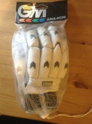 BNIB GM GUNN & MOORE 404 Cricket Batting gloves