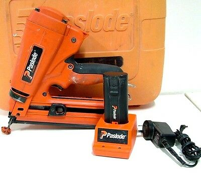 Paslode IM250A 16 Gauge Cordless Angled Finish Nailer 900600 + Carry Case -Fr $1