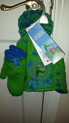 BNWT. The good dinosaur boys hat and mittens. 3-6 years