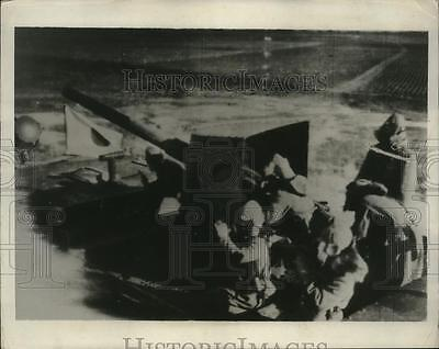 1931 Press Photo Japanese soldiers in 1 of armored cars attacking Tsitsihar