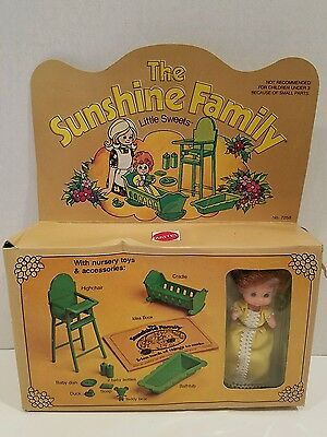 Rare 1974 SUNSHINE  FAMILY LITTLE SWEETS DOLL LAYETTE CRADLE HIGHCHAIR TUB NRFB