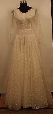 SMALL, 1950's TULE, WEDDINGOWN. ORIGINAL VINTAGE. EXCELLENT CONDITION.