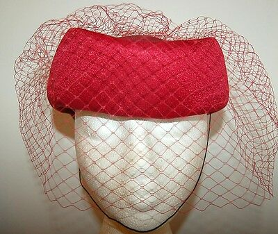 VINTAGE Red pillbox hat with net Satin bow slight stain on photo 4