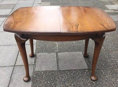 Walnut Queen Anne Style Extending Dining Table