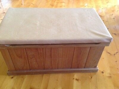 Pine toy/blanket box with vinyl padded lid