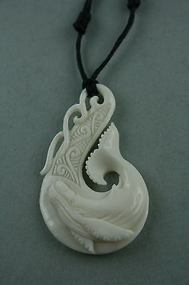 Maori Bone Carving aus Neuseeland  Fishhook  Wal Carving  Schmuckbox