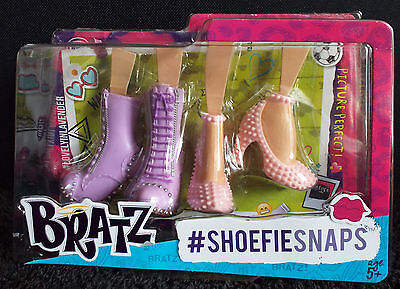 Bratz Shoefie Snaps Doll Shoes - MGA - Pastel Lilac boots and Pink High Heels