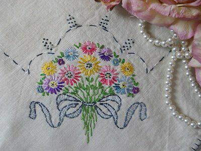 vtg EMBROIDERED floral BOUQUET flower LINEN country Chic TABLECLOTH table TOPPER