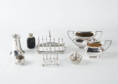 Mixed lot of silver plate, including a pierced toast rack and Walker and Hall