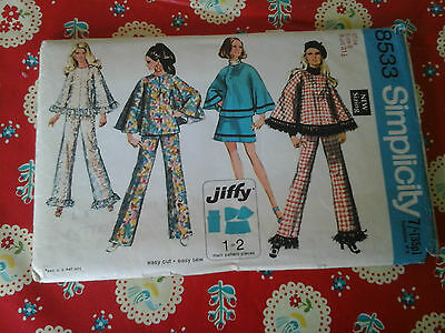 Vintage Simplicity Sewing Pattern For A Poncho, Skirt And Trousers In Size Uk 8