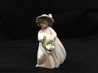 Lladro #6685 Happiness Girl Basket Of Flowers Discontinued