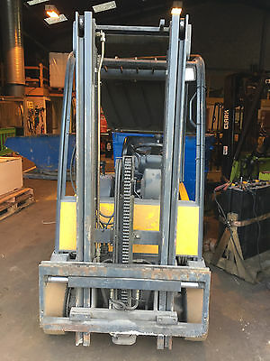 Electric 3 Wheeled Fork Lift Truck