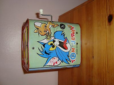 TOM AND JERRY MUSIC BOX   (jack in box)   VINTAGE  BURBANK TOYS