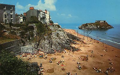 RV041 Old-fashioned-sized 1970s POSTCARD Castle Sands - Tenby - Posted 1978