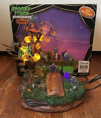 Lemax Spooky Town Living Dead Halloween Village Table Accent Lights Up W/ Box