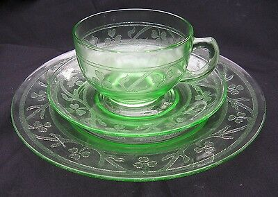 """Green Depression Glass Cloverleaf 3 Piece Set, Cup, Saucer and 8"""" Luncheon Plate"""
