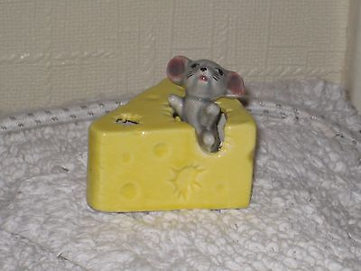 MOUSE in a SMALL CHEESE  of FOOT IN FOOT OUT SERIES  Ceramic/ Pottery Figurine..