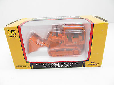 INTERNATIONAL HARVESTER 'IOWA' 175 CRAWLER LOADER1:50 Scale by FIRST GEAR