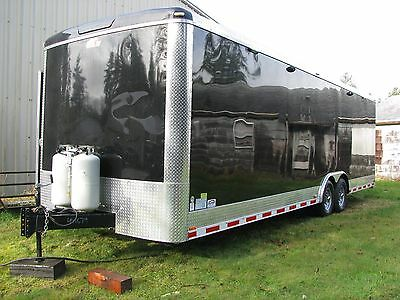 28 foot enclosed race car / toy trailer with living quarters