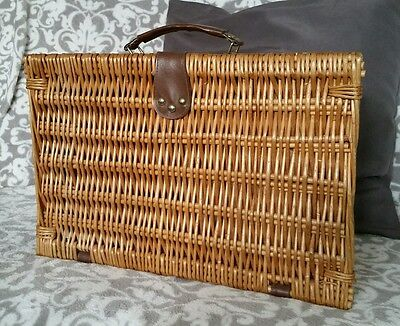 2 person wicker picnic basket with tartan lining