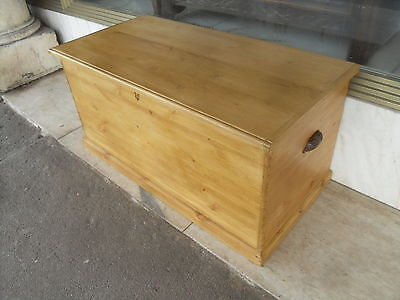 Antique Style Pine Blanket Box / Traditional Style Pine Trunk