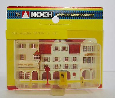 Noch 4286  Phone Booth Clock Street Light    Z Gauge