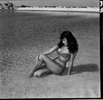 ORIGINAL 1950's BETTIE PAGE in Bikini.. Contact Print SIGNED by BUNNY YEAGER