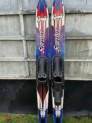 Waterskis Fm motion - Pair with mono