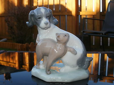 "RETIRED NAO by LLADRO FIGURINE - "" DOG & CAT IN HARMONY "" - #1048 - MINT"