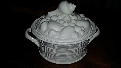 Hall China Carbone Vintage White Casserole Dish w/Seashell covered lid MINT