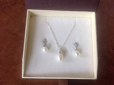 Silver Pearl Necklace & Earring Set