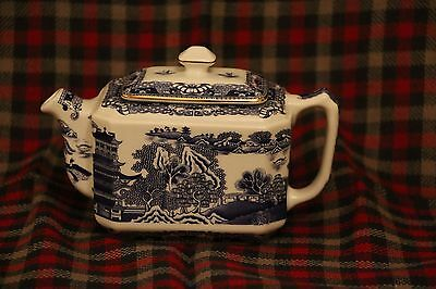 Lovely Ringtons Miniature Blue & White Willow Pattern Teapot. made by Wade