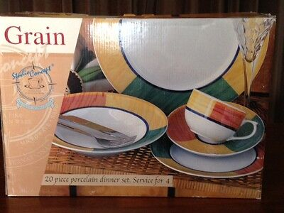 2 x Boxed 20 piece porcelain dinner set for 4