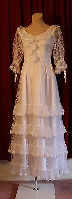 VERY SMALL WHITE BALL GOWN OR WEDDING DRESS. 1970's ORIGINAL VINTAGE.