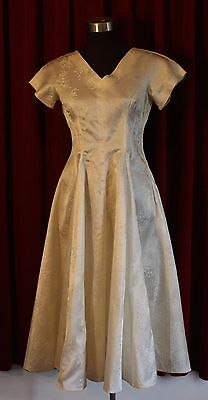 SMALL CREAM 1950's BROCADE SHORT WEDDING DRESS. ORIGINAL VINTAGE.