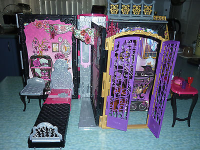 Ever After High Thronecoming Briar Beauty Furniture Set New out of the Box