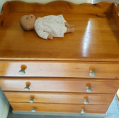 baby change table with drawers
