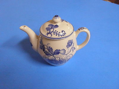 Williamsburg Andrea Sadek Hand Painted Blue Teapot A