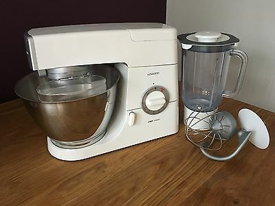 Kenwood Chef Classic 800w food mixer with blender and attachments