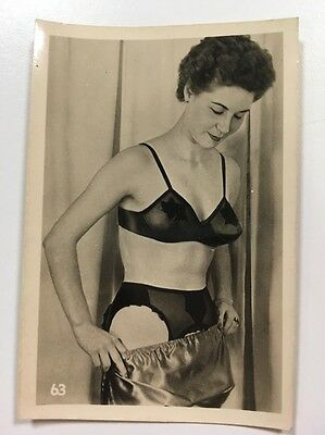 PHOTO ANCIENNE - VINTAGE SNAPSHOT - Sexy Woman - Below Female
