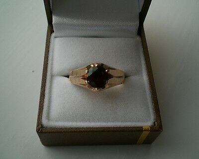 Vintage 9ct Gold Gents Garnet ring - London 1962 - Size 'X' - 4.5g - boxed