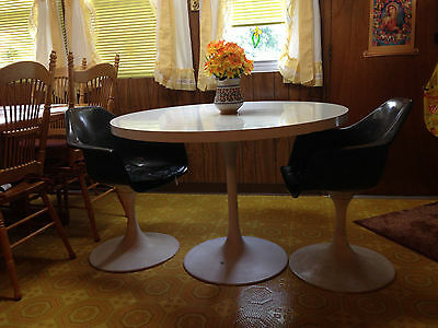 DINING SET - Vintage White Round Formica Table w/4 chairs