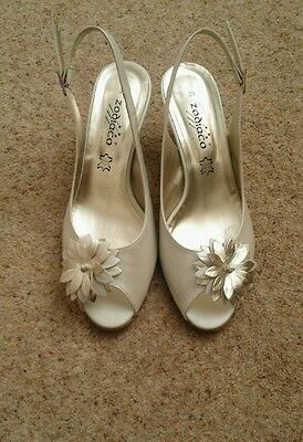 Sandals ivory size 6