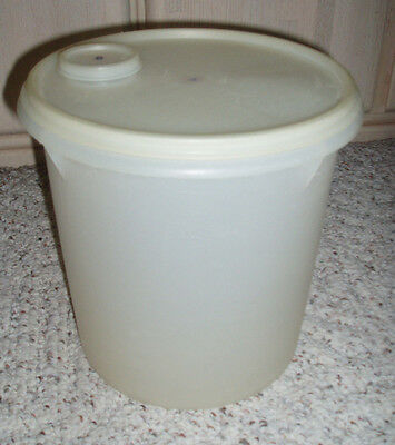 Vintage TUPPERWARE Jumbo Canister Pour Seal #254 20 cup 5 Qt
