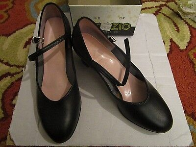 Capezio Black Model 550 Footlight Character Shoe 7.5 W Wide