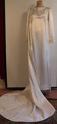 SMALL, WHITE, 1960's WEDDING DRESS. ORIGINAL VINTAGE.