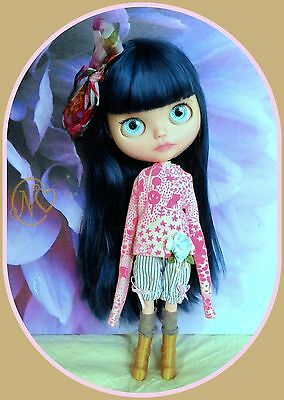 Cute Blythe doll outfit* 6 pieces* top* trousers* socks* boots* dress hanger*