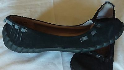 Clarks Privo Womens Size 7.5 Black Suede w/Gray Ribbion Slide on Flats